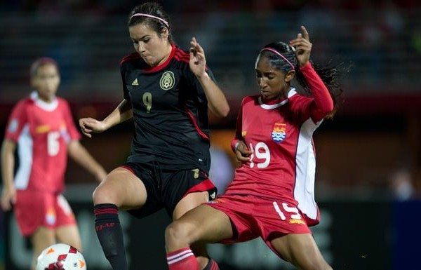 Tanya Samarzich (left) scored three goals as Mexico defeated the Cayman Islands in a CONCACAF Women's Under-20 Championship match on January 10, 2014, in George Town, Cayman Islands. (Photo: Mexsport)
